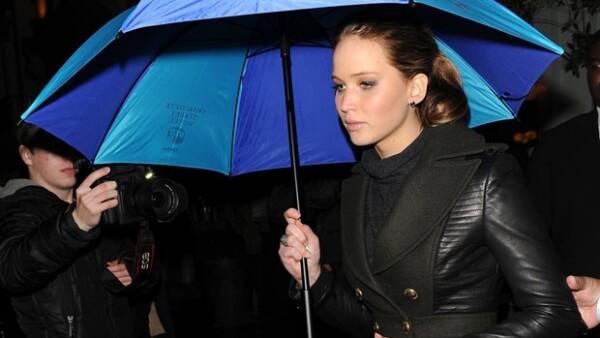 Afuera del recinto una multitud esperaba ver a la actriz.