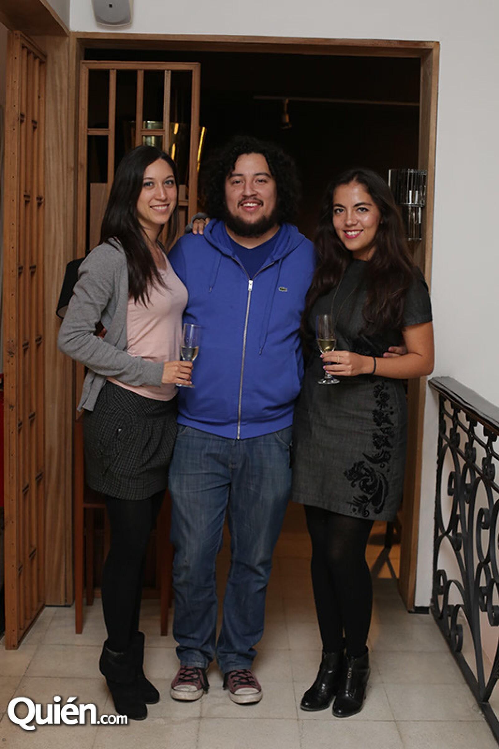 Alejandra Cervántes,Víctor Alemán y Marianne Carrasco