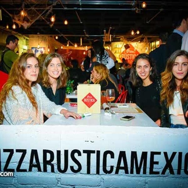Vianney Chauvet,Camila Elías,Natalia Gómez y Mariana Alloza