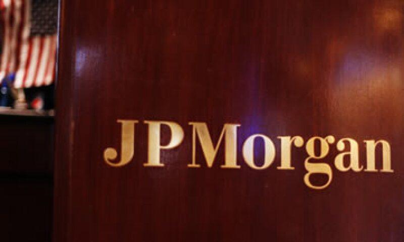 La agencia Fitch Ratings rebajó un escalón la nota crediticia de JPMorgan Chase tras el anuncio de jueves. (Foto: Reuters)
