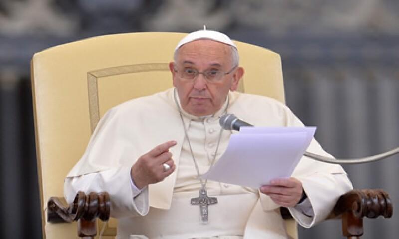 Los obsequios que subastará el Papa también incluyen marcos para cuadros de plata, plumas preciosas y dispositivos electrónicos. (Foto: AFP )