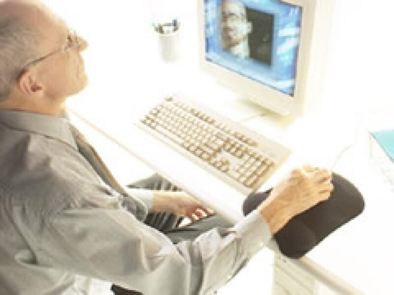 La teleconferencia es una herramienta que permite ahorrar costos a las Pymes. (Foto: Jupiter Images)