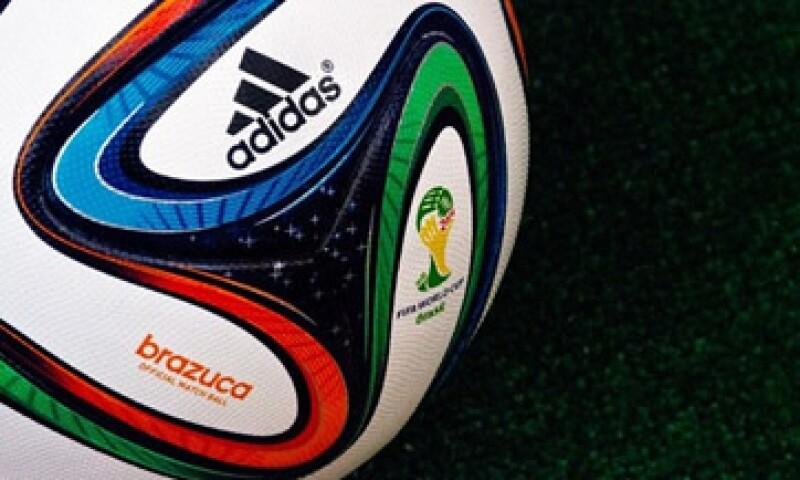 La FIFA también anunció la creación de un seguro para futbolistas.  (Foto: tomada de cnnmexico)