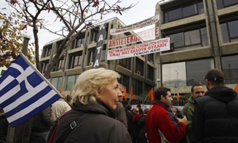 Hay temores de que el acuerdo no baste y que los socios europeos de Grecia tengan que entregar fondos para cubrir su déficit. (Foto: AP)