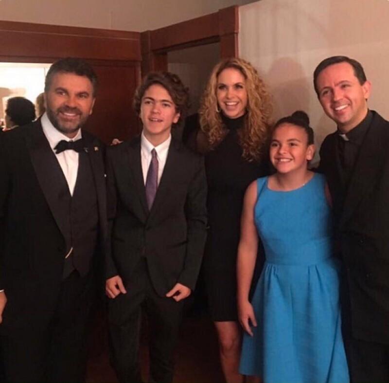 Lucero y sus hijos acompañaron a Mijares en el concierto de celebración de sus 30 años de trayectoria.