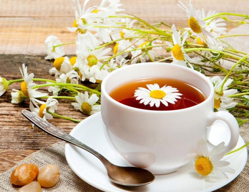 El té de manzanilla te ayudará a eliminar migrañas y dolores de cabeza intensos, así como una fuerte indigestión.
