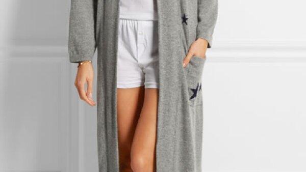 Pijama de algodón y bata de cashmere de Chinti and Parker. *Precio en punto de venta. Net-A-Porter.com.