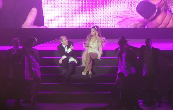 Ariana Grande no dejó de agradecer al público mexicano por su apoyo.