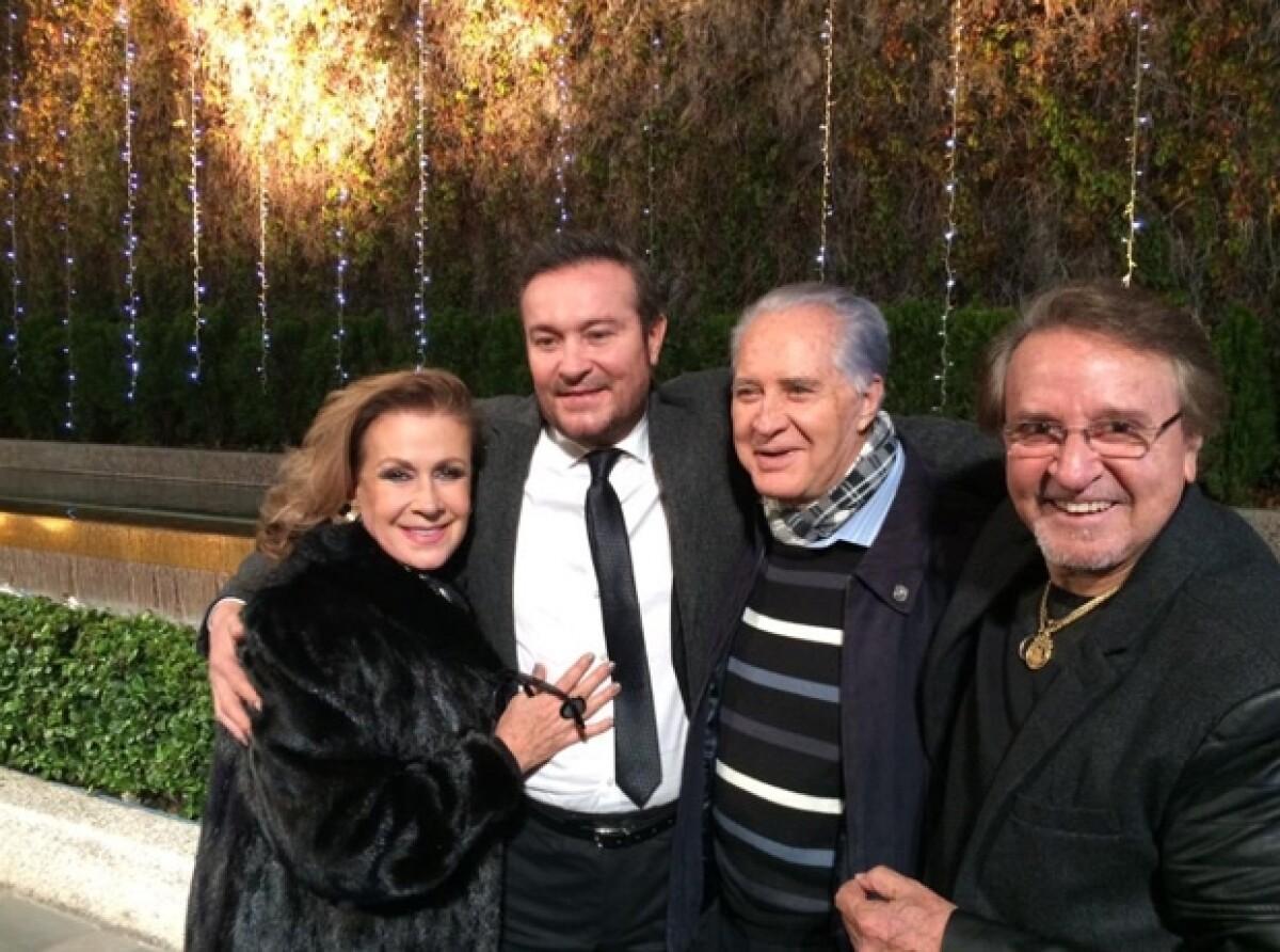 Carlos Villagrán y Florinda Meza se reencuentran en funeral de Chespirito