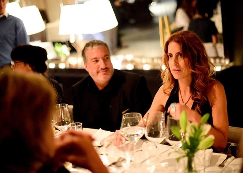 El famoso artista y fotógrafo Spencer Tunik fue uno de los invitados especiales a la cena en el hotel `Matilda´. Acudió acompañado de su guapa esposa.