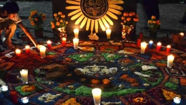 Una de las tradiciones más ricas de México son las ofrendas de Día de Muertos y todo el folclore que se teje a su alrededor.