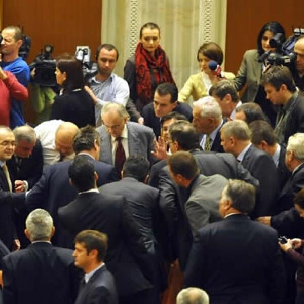 Legisladores ayudan a Sobaru