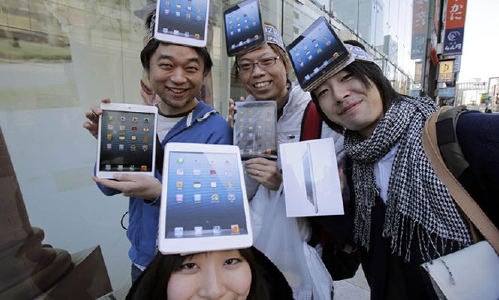 La nueva versión de la tableta de Apple salió a la venta con un precio superior a los de sus rivales Google y Amazon.