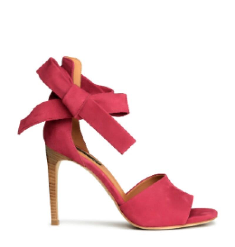 Zapatos en piel, H&M, $1,600; Antea, Querétaro.