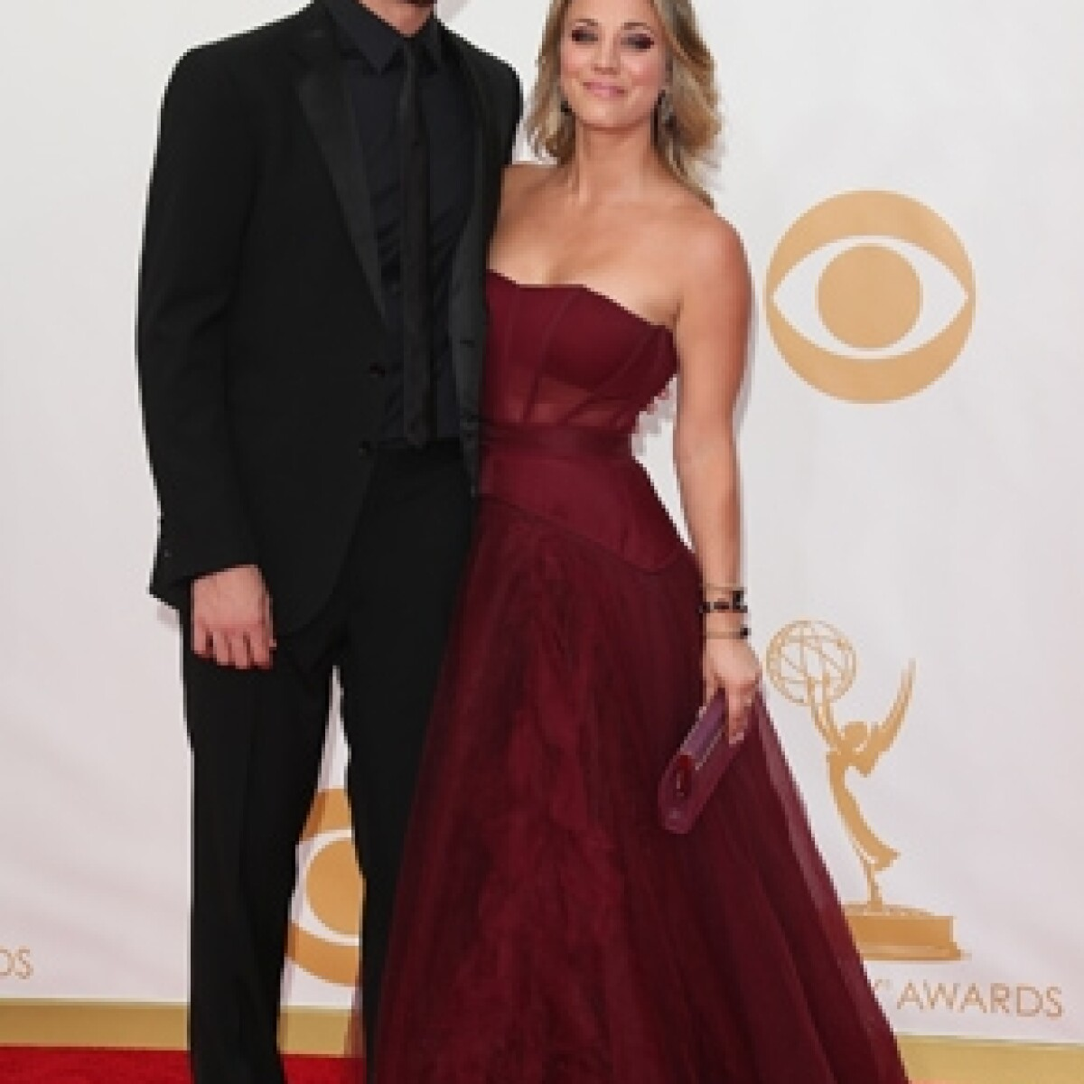 Kaley Cuoco se compromete con Ryan Sweeting