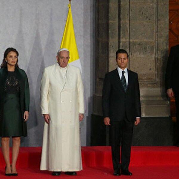 Enrique Peña Nieto y Angélica Rivera recibieron al Papa Francisco.