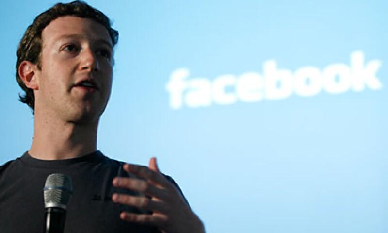 Actualmente la fortuna de Zuckerberg es de 17,600 millones de dólares. (Foto: Cortesía CNNMoney)