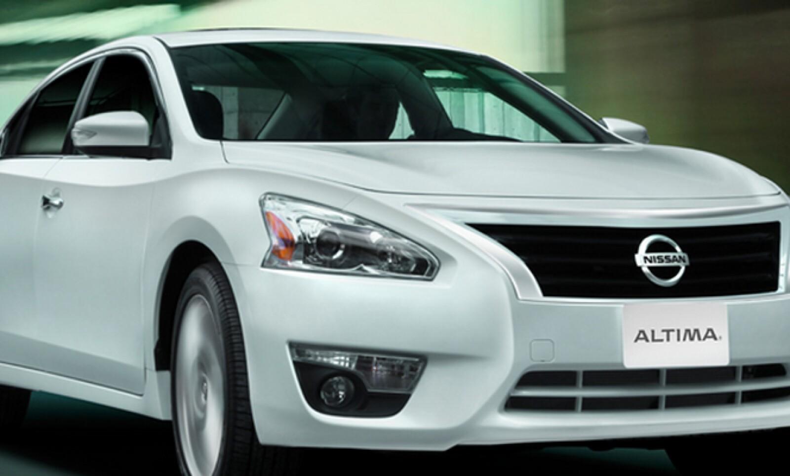 Nissan vendió 5,246 unidades de este auto de lujo, 5.1% menos comparado con 2012.