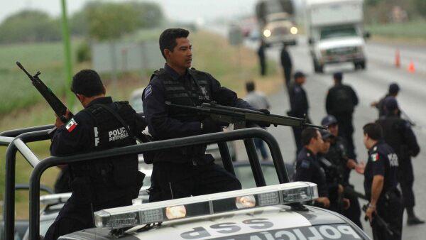 En el lugar de los hechos se decomisó una camioneta blanca, armas largas, cargadores, cartuchos y otros objetos, que ya han quedado a disposición del Ministerio Público.