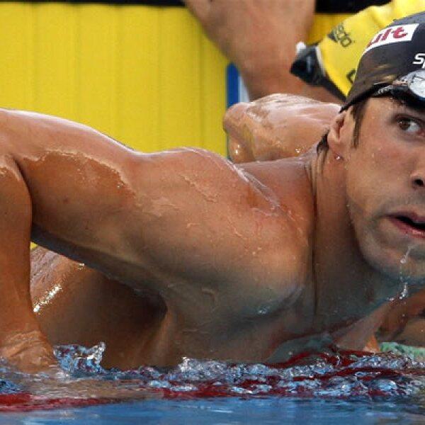 El martes Michael Phelps perdió su record en los 200 metros libres derrotado por el alemán Paul Biedermann, pero el viernes rompió el récord mundial en 200 metros mariposa por octava vez.