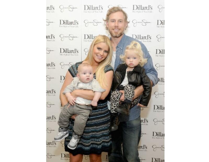 Jessica Simpson y Eric Johnson con sus hijos.