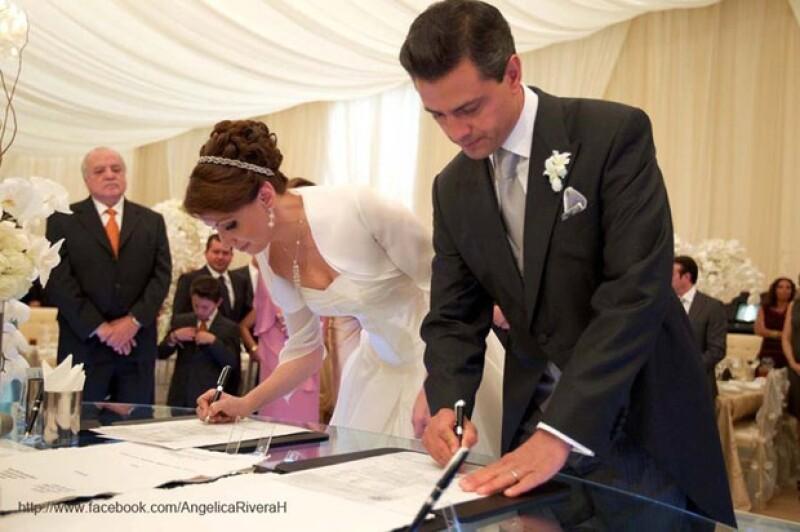 Los novios tuvieron a sus respectivos hermanos como testigos de la boda civil.