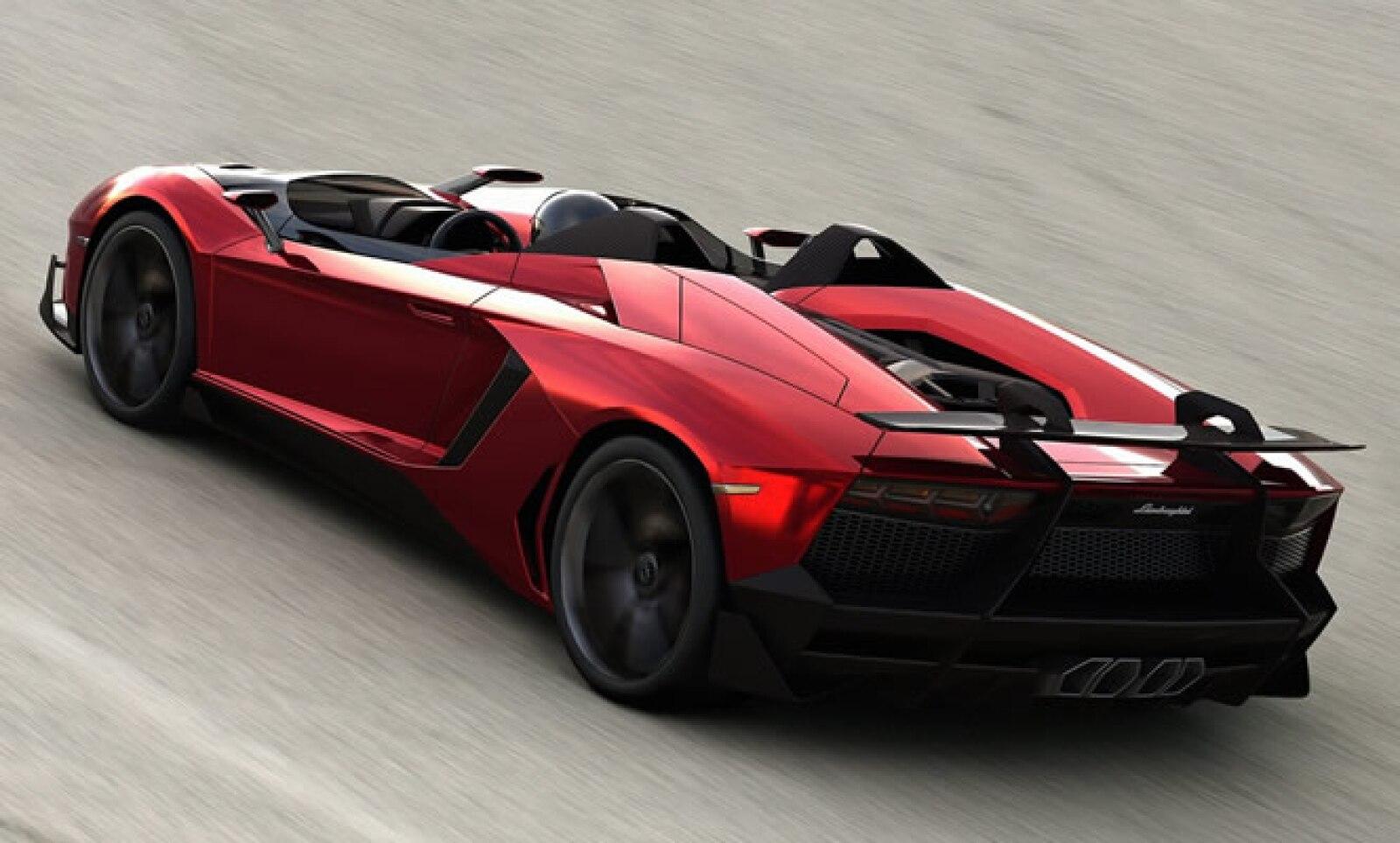Su chasis está construido con materiales ligeros, alta resistencia y tiene un peso de 1,575 kilogramos.