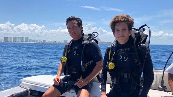 Roberto Palazuelos a su hijo Roberto Jr.