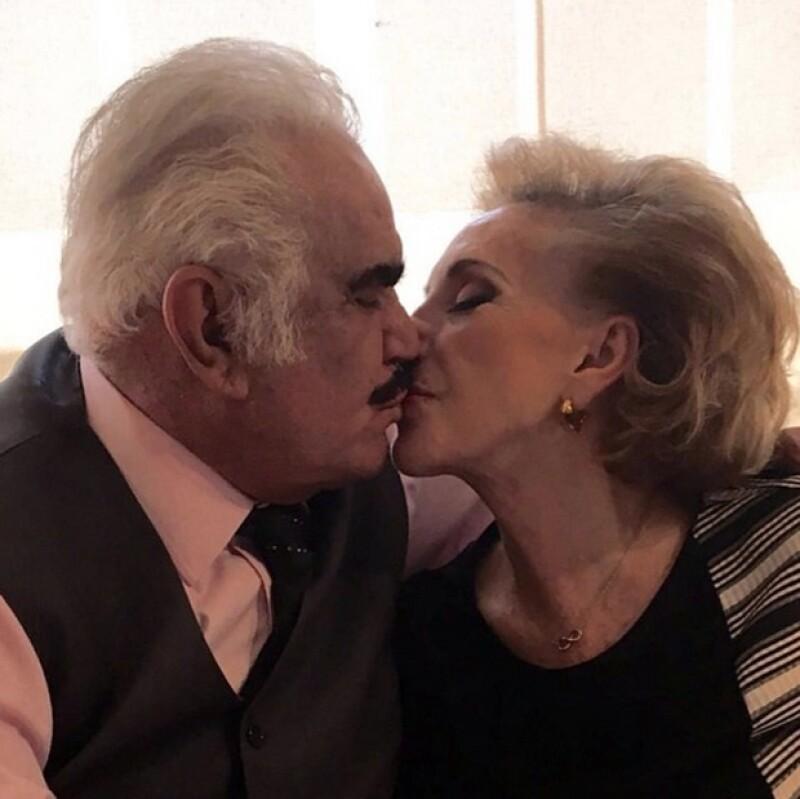 Gracias a ella estoy donde estoy, es el pilar de mi vida, mi familia y mi carrera. ¡Te amo cuca!, escribió Vicente junto a esta romántica foto con su esposa.