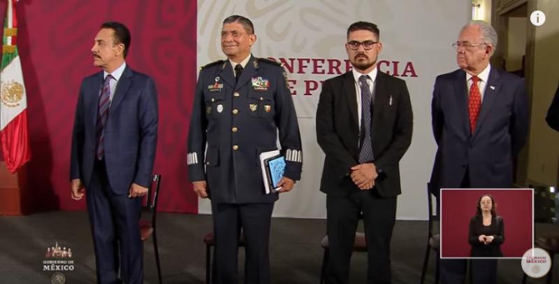 El gobernador Omar Fayad junto a altos funcionarios del gabinete de López Obrador el 18 de marzo, 10 días antes de dar positivo a COVID-19.