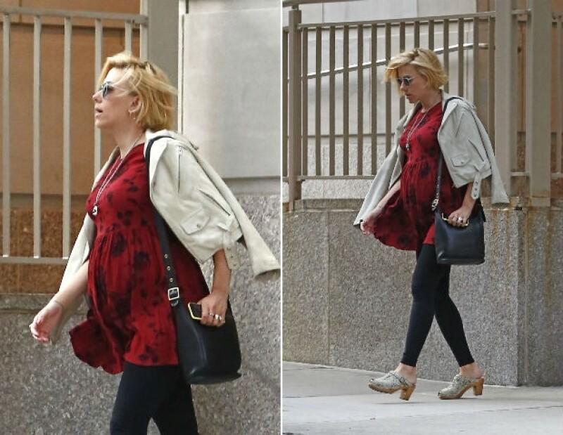 Así luce Scarlett Johansson a sus seis meses de embarazo.
