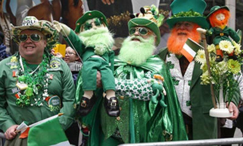 A pesar de las protestas de la comunidad LGBT, el festejo estuvo lleno de gaitas y su representativo color verde. (Foto: Reuters)