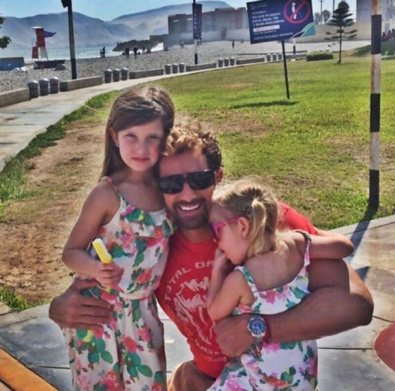 Gabriel Soto se encuentra grabando en Perú, por lo que sus hijas y su esposa fueron a visitarlo, dejando atrás los rumores de divorcio.