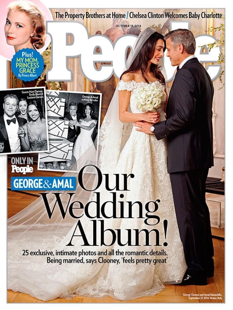 La revista People publicó en portada las primeras fotografías del esperado enlace, en una de ellas vemos a la pareja compartiendo miradas cómplices tras jurarse amor eterno.