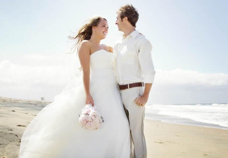 Las bodas de playa incrementan hasta en un 70% el costo total.