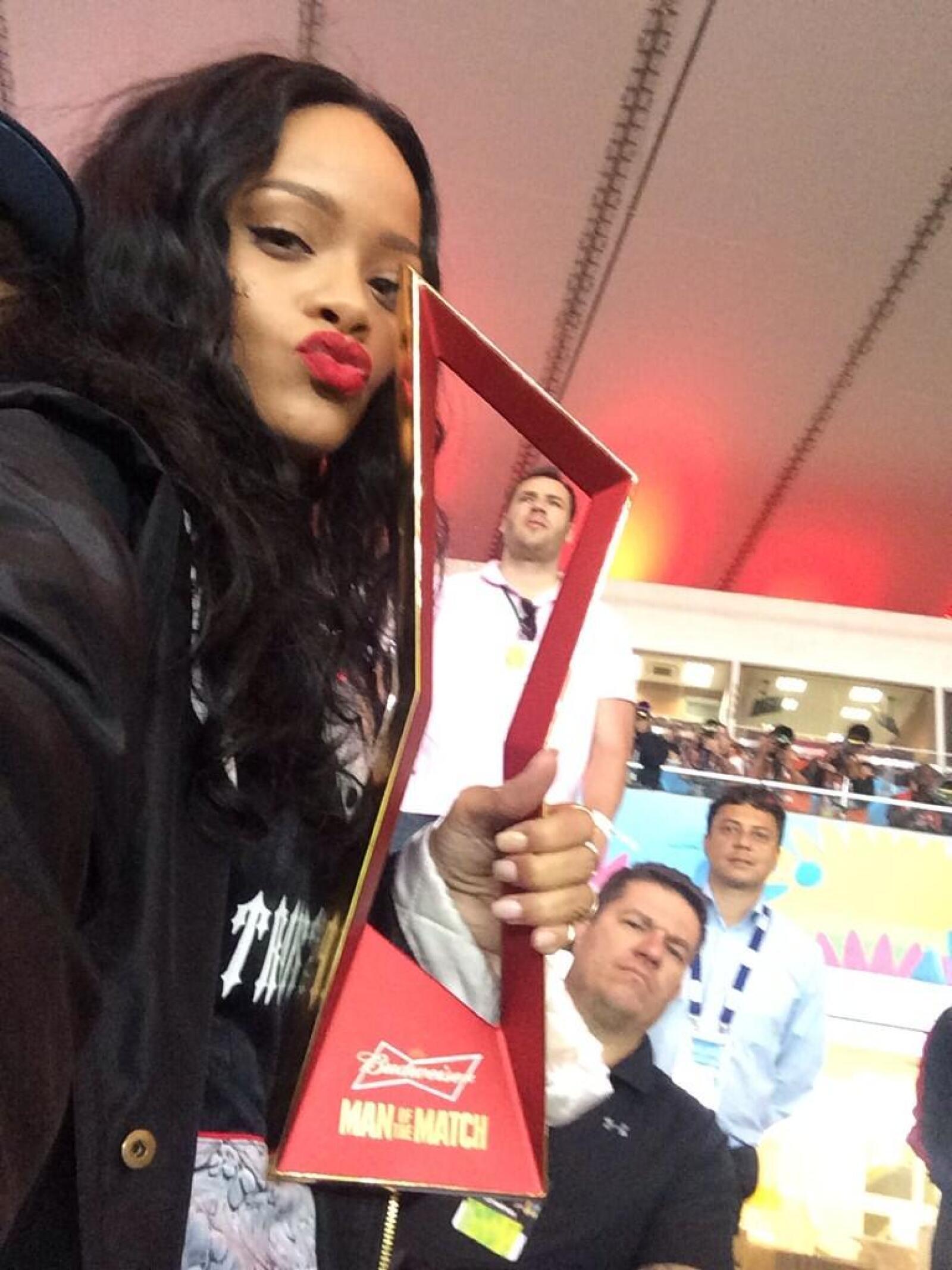La cantante fue de las más apasionadas durante el partido.