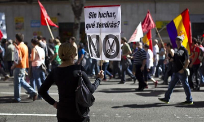 Este fin de semana miles de españoles marcharon de nuevo por las calles de Madrid para protestar en contra de la austeridad. (Foto: AP)