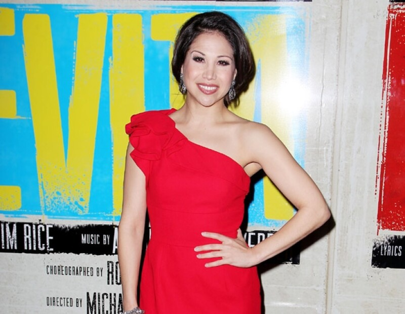 El cantante estrenó en Broadway la obra Evita; en la primera función acuden Rafa Márquez, Bianca Marroquín y Vanessa Williams, entre otras luminarias.