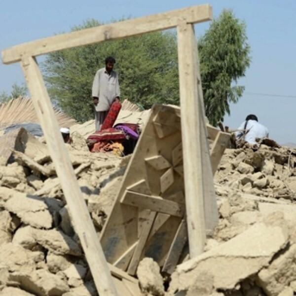 escombros dejados por el sismo en pakistan