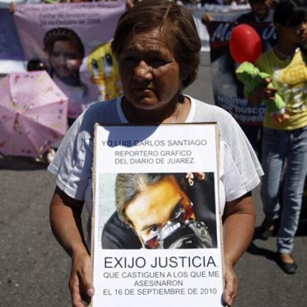 una mujer exige justicia en la marcha por la paz en ciudad juarez