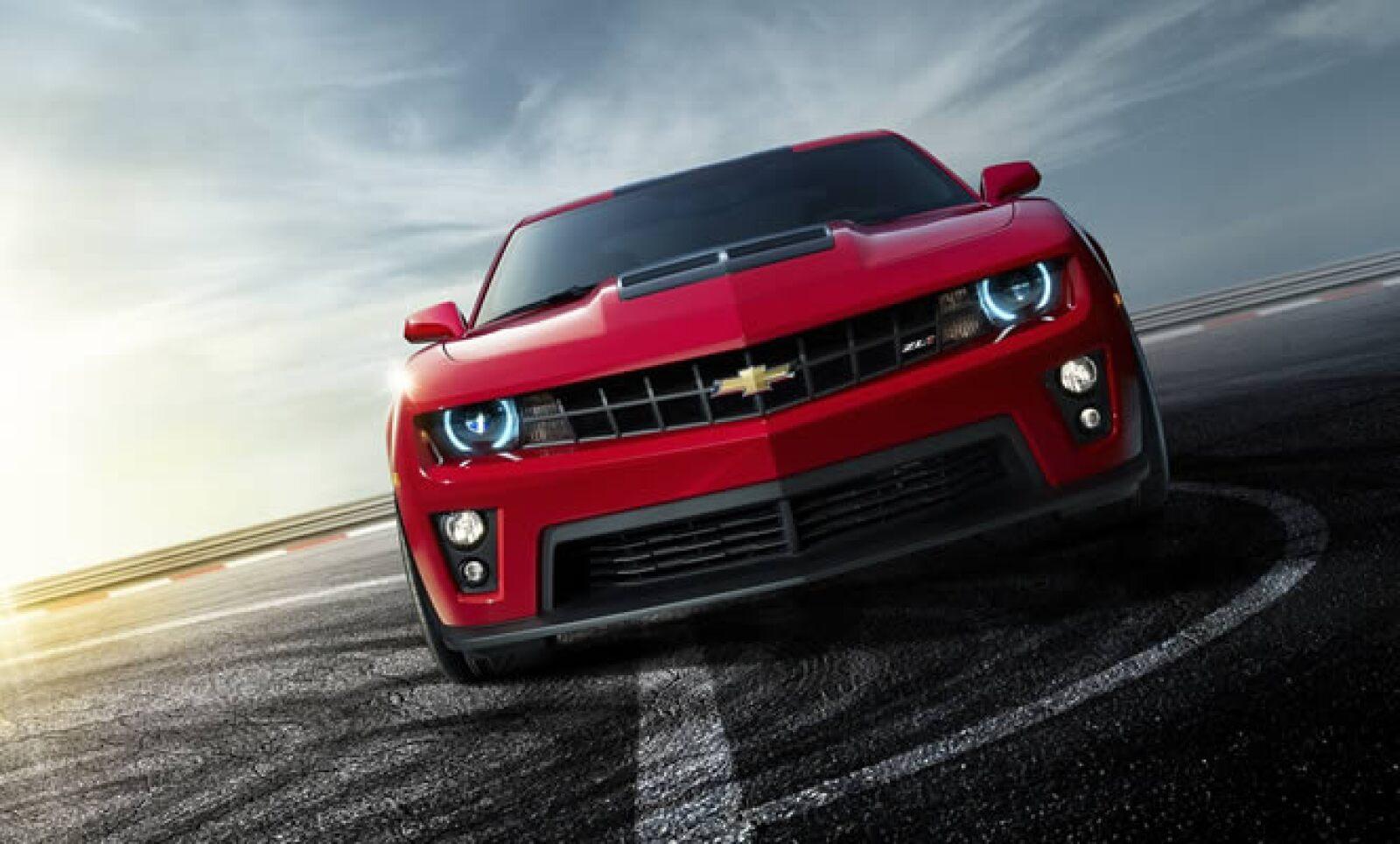 El Camaro más poderoso fabricado hasta el momento cuenta con un motor V-8, capaz de producir hasta 550 caballos de fuerza, que superará los 300 kilómetros por hora. Disponible en el primer semestre de 2012.