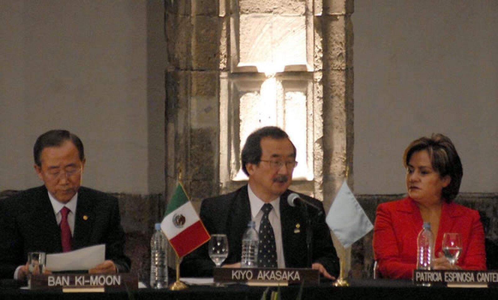 """Ban Ki-Moon, secretario general de la ONU, visita la Ciudad de México con motivo de la 62 Conferencia Anual NPI/ONG, titulada """"¡Desarme Ahora! Trabajemos por la Paz y el Desarrollo"""" que se llevó a cabo el miércoles."""