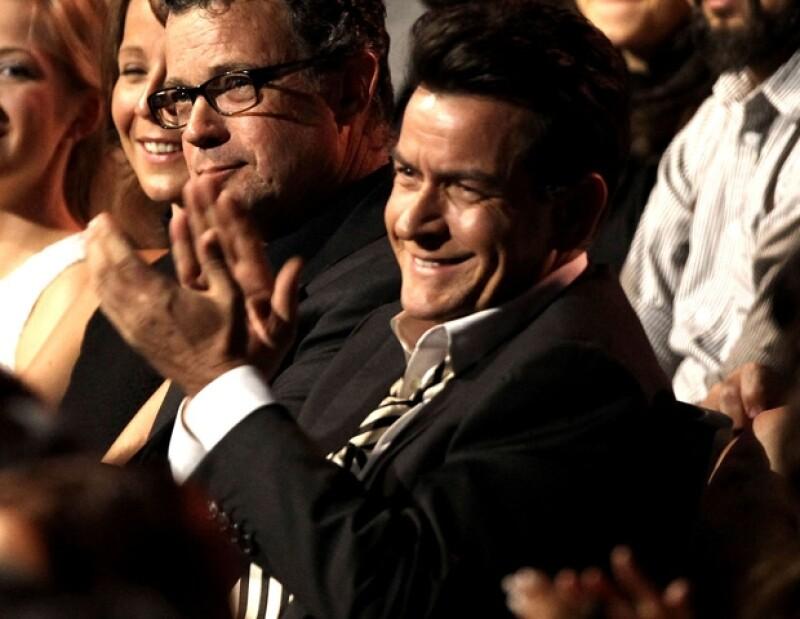 Charlie Sheen el más animado durante la premiación.