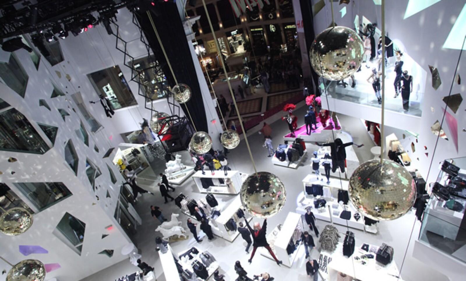 La facturación total de sus tiendas en EU en 2011 fue superior a los 1,500 millones de dólares (mdd).