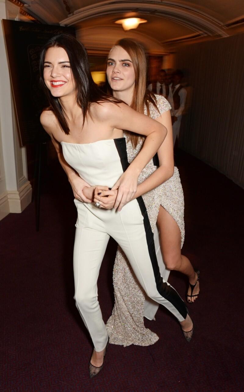 Kendall Jenner y Cara Delevingne.
