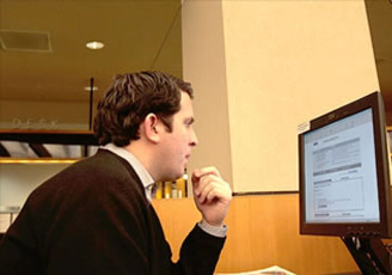 Los expertos recomiendan el uso de Facebook, Twitter y LinkedIn. (Foto: Cortesía CNNMoney.com)