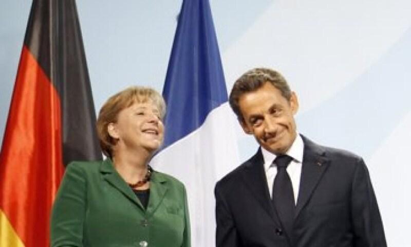 Merkel y Sarkozy conversaron por teléfono este jueves para fijar la ruta a seguir en las siguientes reuniones. (Foto: Reuters)
