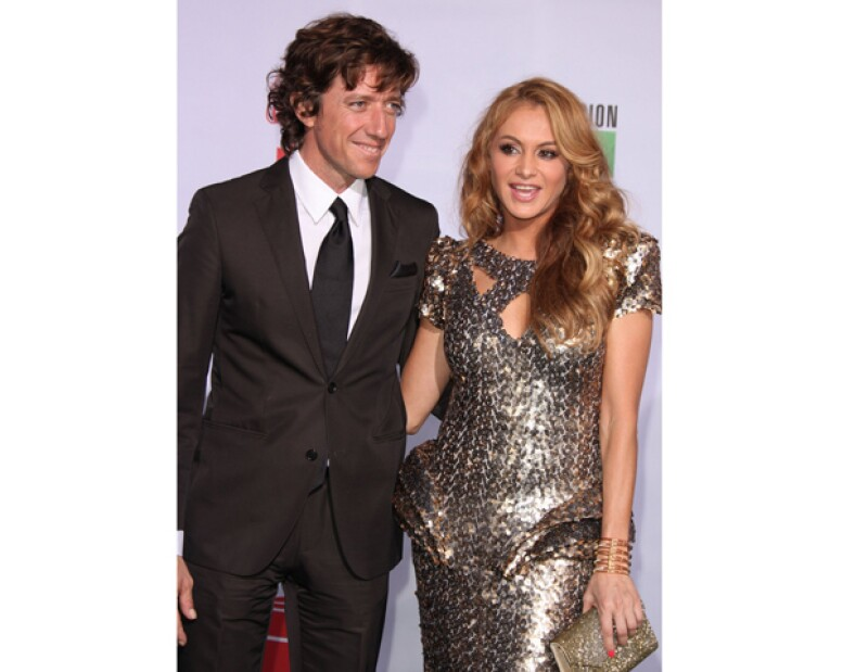 Después de que Nicolás Vallejo habló sobre su separación con la `Chica dorada´ y entabló una demanda de divorcio, la cantante se defiende.