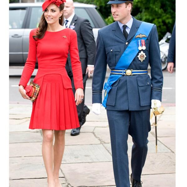 Kate eligió un vibrante outfit en dos piezas para la celebración del Jubileo de la Reina, el 60 aniversario de su llegada al trono.