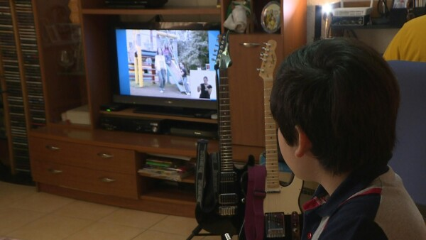 Millones de estudiantes mexicanos vuelven a clases... por televisión